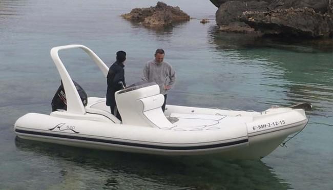 Barco Aventura 3- Tu barco en Menorca - en el mar